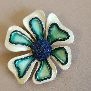 ENAMEL vintage flower pin BSK